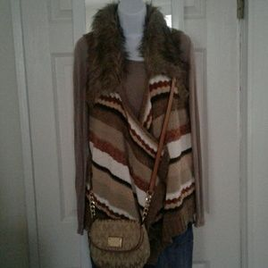 BKE Nitted Vest With Fur Collar. L